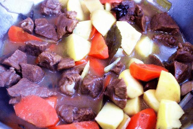 牛肉与土豆是绝配,做法简单易上手,回味无穷干吃不腻  第9张