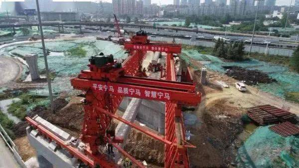袁方在督查重点交通基础设施项目建设工作时强调