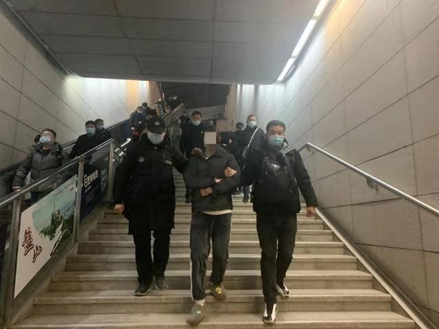 """天津市河东公安重拳出击破获""""流量劫持""""案 一举抓获犯罪嫌疑人5名"""