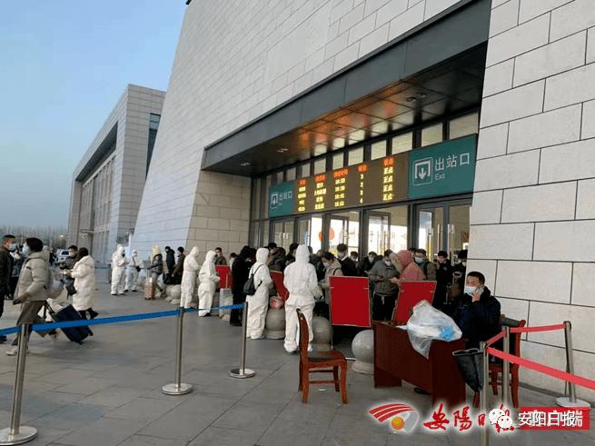 安阳东站落实落细疫情防控措施积极应对大客流