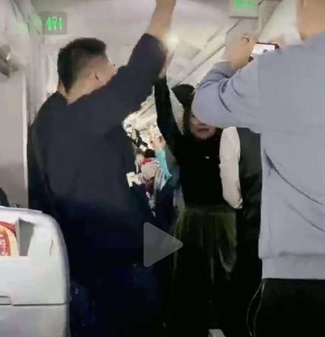 国航回应蔚来车友在飞机上不戴口罩唱跳:不允许,正在调查中