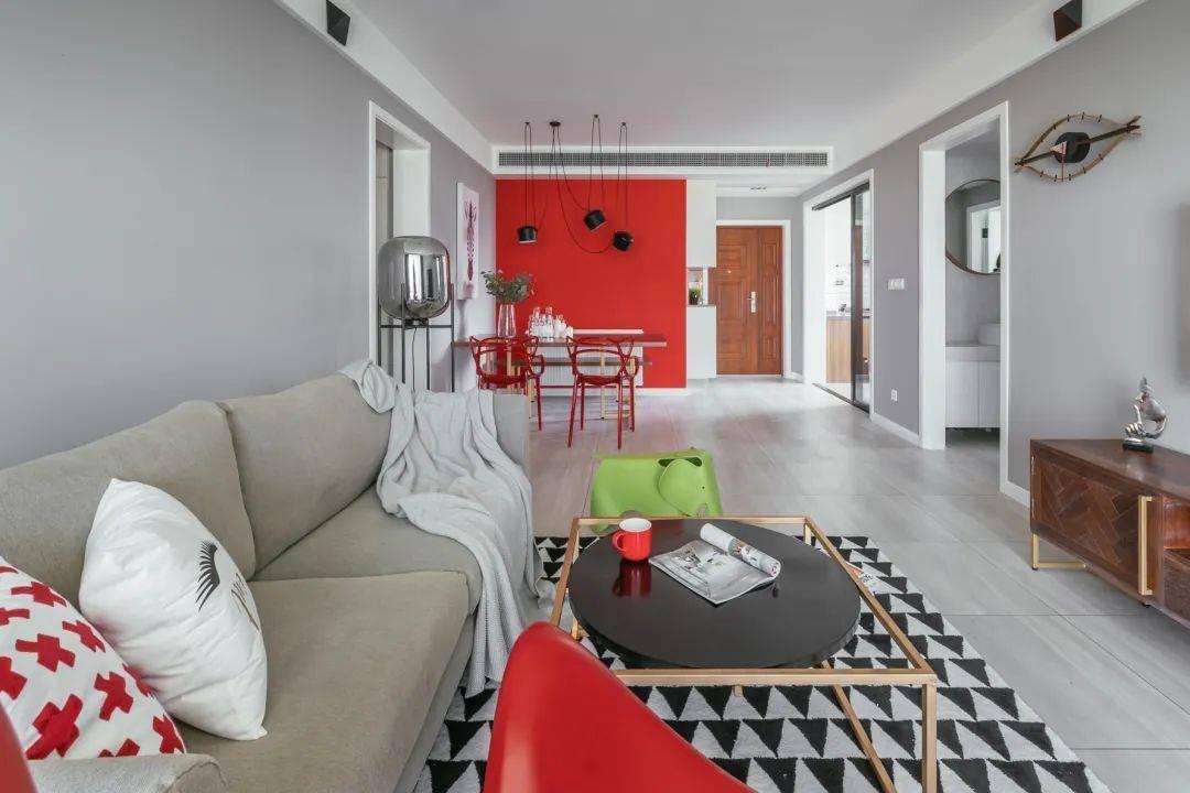 116㎡新房装修,简约混搭风设计,灰白空间里巧用红色来点缀