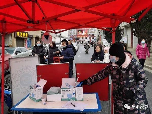 戴口罩、测体温、扫健康码…… 昭阳区疫情防控不松懈!