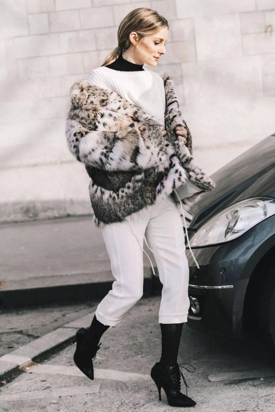 这才是今冬最强打底,比卫衣时髦,比毛衣显瘦,谁穿谁被夸!!!