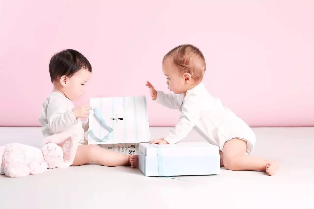"""探望新生儿谨记""""三送三不送"""",选对礼物,既显心意又讨喜"""