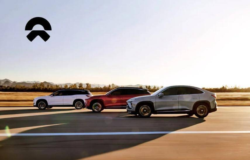 品牌向上VS品牌向下,小鹏汽车与蔚来的差距有多大?