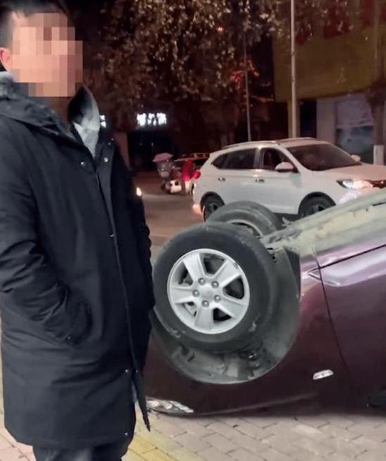 南阳男子酒驾把车撞了个底朝天,面对交警双腿打颤:我犯啥罪了?