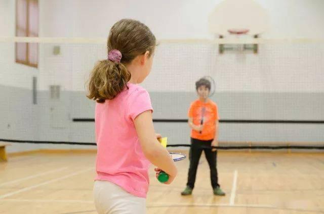 各年龄段打羽毛球的好处在此,您还有什么理由拒绝羽毛球呢?  第1张