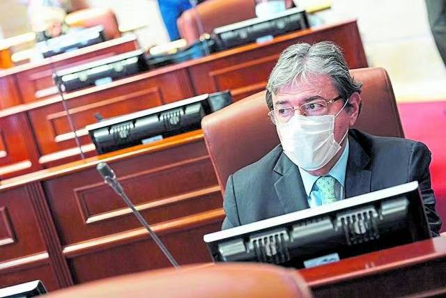 【亚博买球网址】 哥伦比亚国防部长熏染新冠肺炎入院(图1)