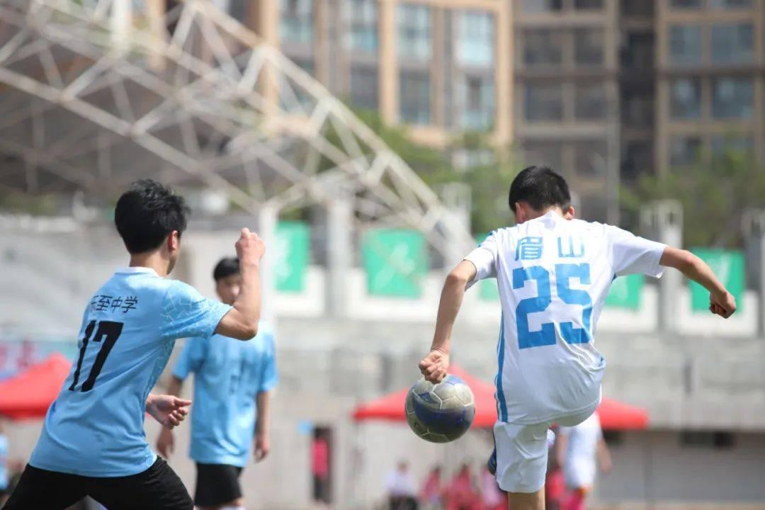 """四川省第一届""""贡嘎杯""""青少年校园足球联赛分区赛(中小学组)顺利完赛"""
