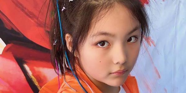 在李湘全力监督之下,女儿王诗龄瘦身显著,颇有几分像杨丞琳