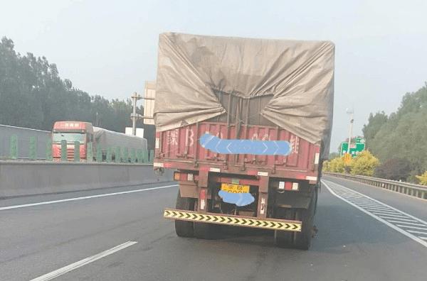 货车高速遇险情   路政及时解危机