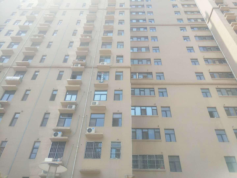 5岁男童被25楼扔出的瓷砖砸中不幸离世 肇事者身份令人意外