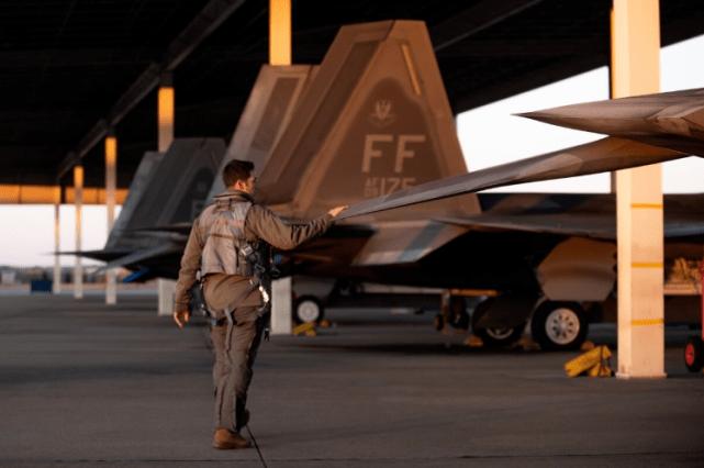 歼20意外成美空军的救星,美军将领称不放弃F22这颗皇冠明珠