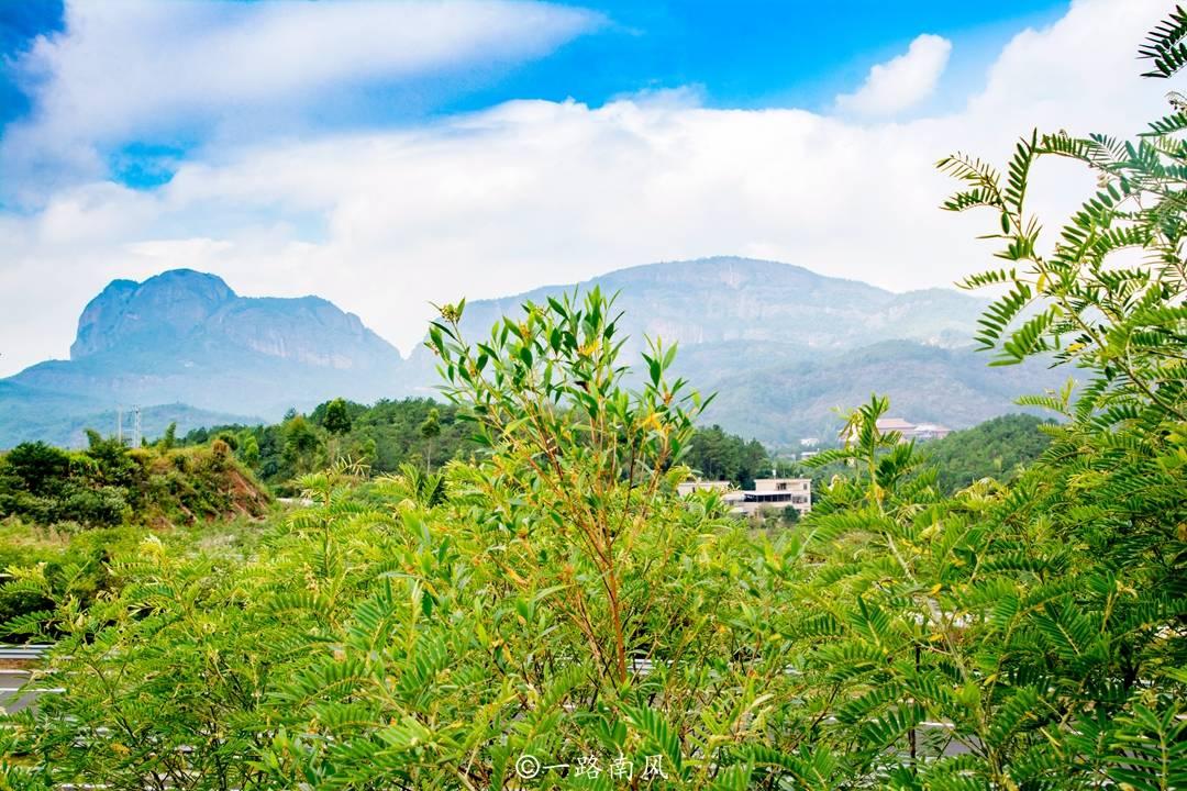 广东梅州有五座奇山,神似五根伸展的手指,游客很少