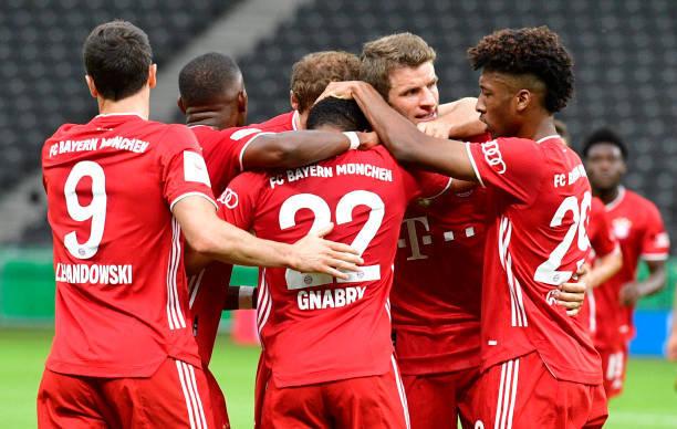 德国杯-莱万梅开二度阿拉巴任意球破门 拜仁4-2夺冠