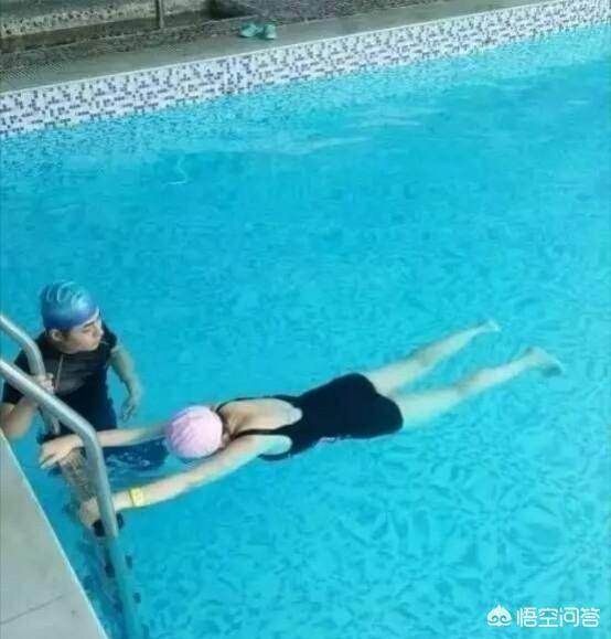 新手怎么学游泳图解?学游泳的步骤