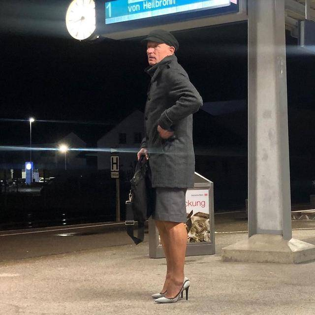 铅笔裙与高跟鞋不只是女生的权力 61岁已婚直男挑战无性别着装