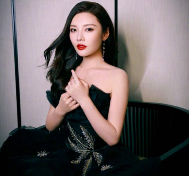 蝉联影后桂冠,徐冬冬凭实力成网络电影金字招牌