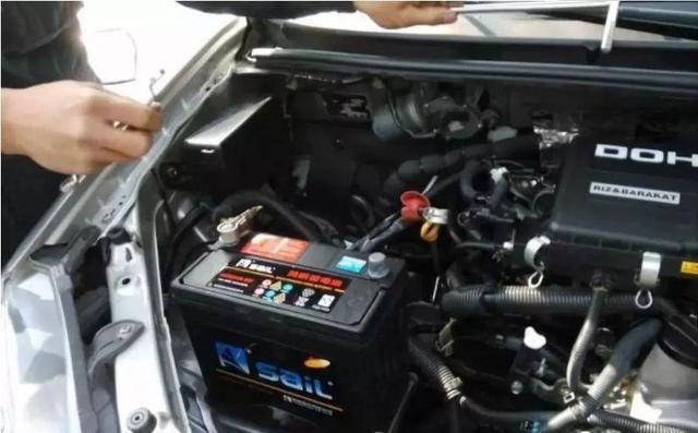 汽车亏电跑多久能充满(怎样判断汽车电瓶该换了)