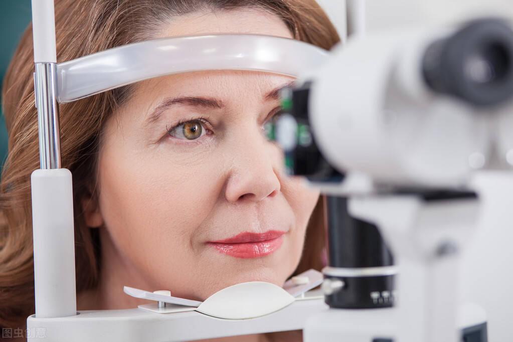 如何判断自己视网膜脱落(视网膜脱落有失明风险吗)
