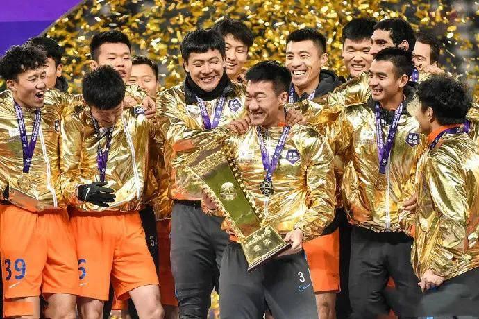 刘军帅揭秘为何举起奖杯:队长主动相让 激励自己