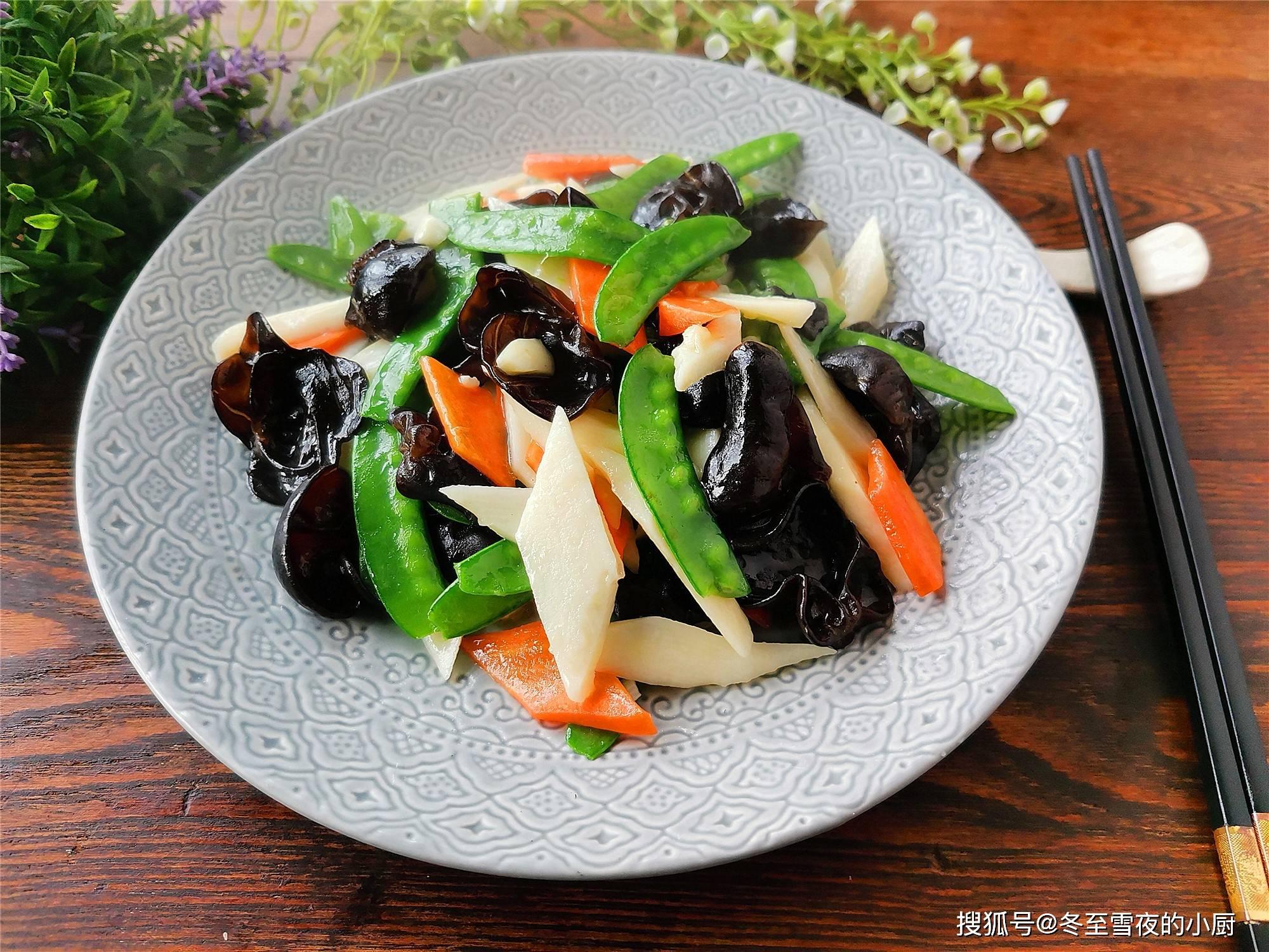 原年夜饭是一盘素菜,价值高、清淡、酥脆、好吃,特别受女性欢迎