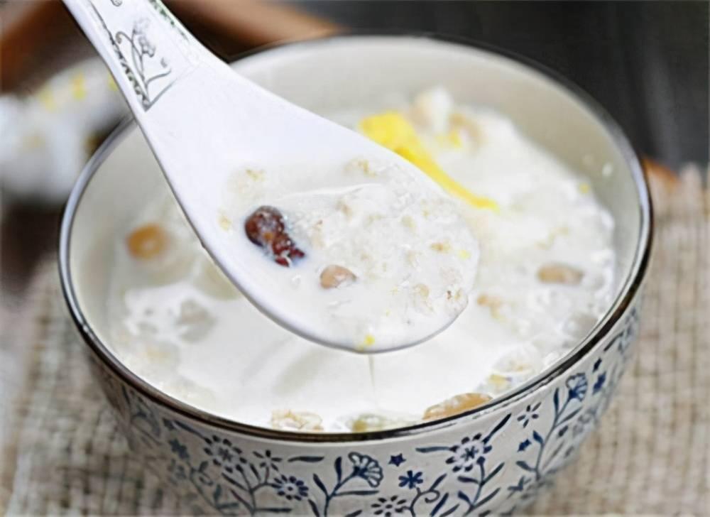早餐和晚餐,应不应该吃燕麦加牛奶?为什么有人说热量大?别瞎吃