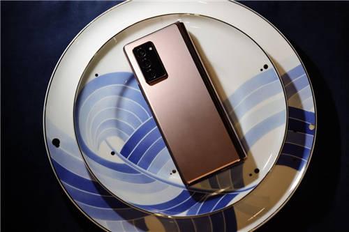 位于折叠屏金字塔顶端的三星Galaxy Z Fold2 5G展现了其强大的实力