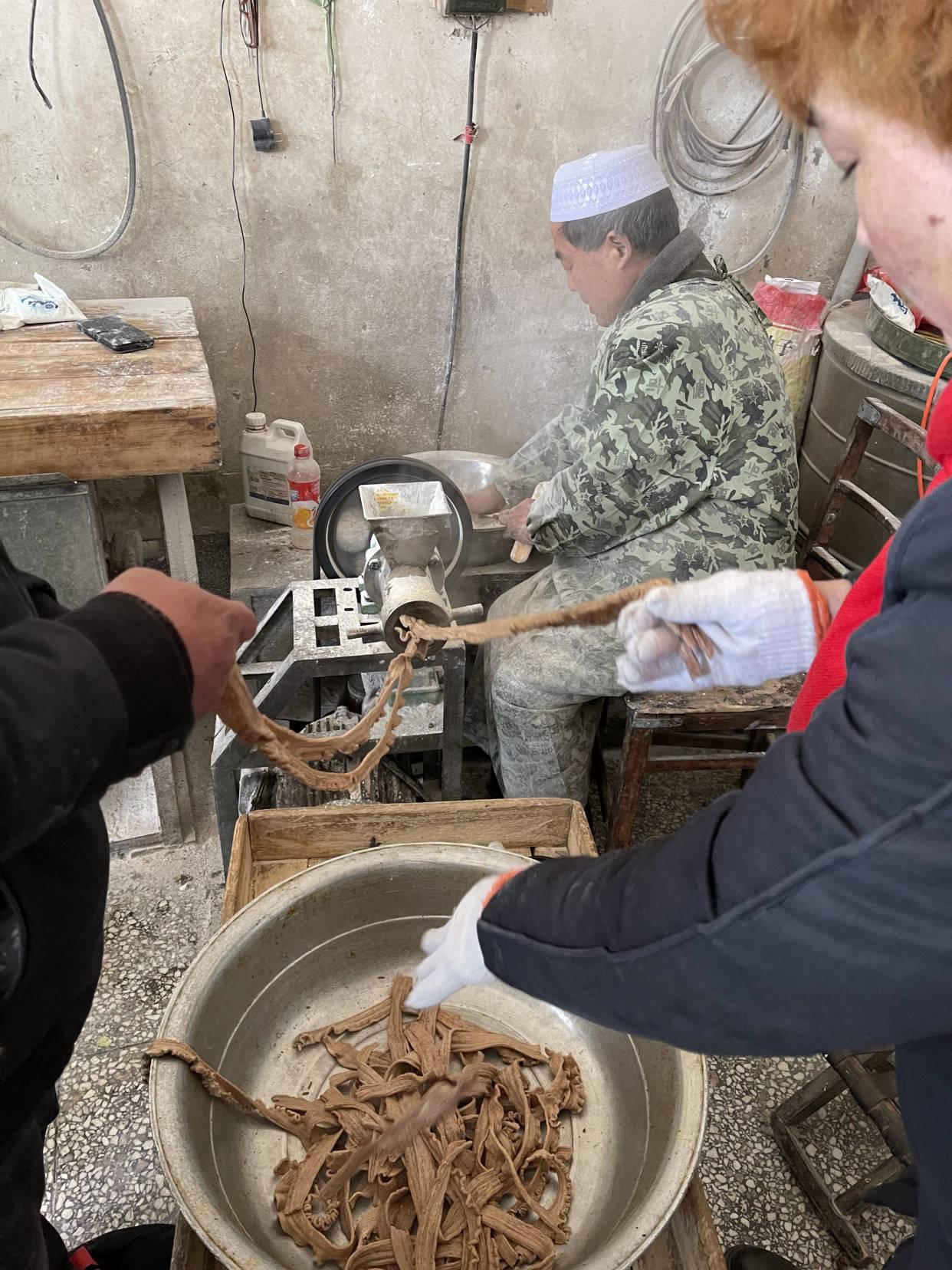 临颍:直击农村人造肉加工现场,便宜还解馋,一出锅就被抢光