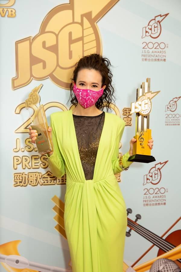 莫文蔚以《呼吸有害》横扫香港四大颁奖典礼