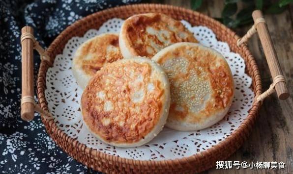 中式早餐红薯芝麻饼,外酥里嫩,香甜又有营养