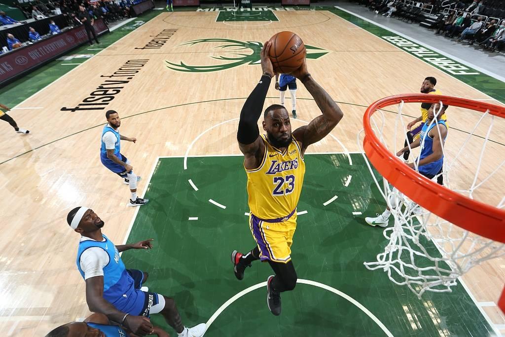 NBA常规赛总共进行了3场竞赛,分别为湖人客场应战雄鹿