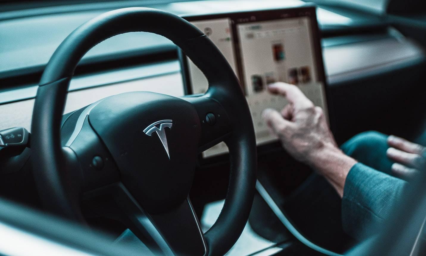 原厂特斯拉市值一年涨七倍。新能源汽车估值这么高是泡沫吗?