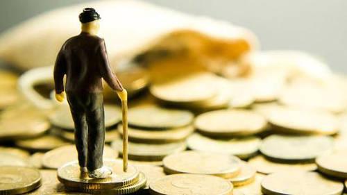 """""""穷人""""都喜欢存钱?银行员工直言:聪明人都是这样投资的!"""