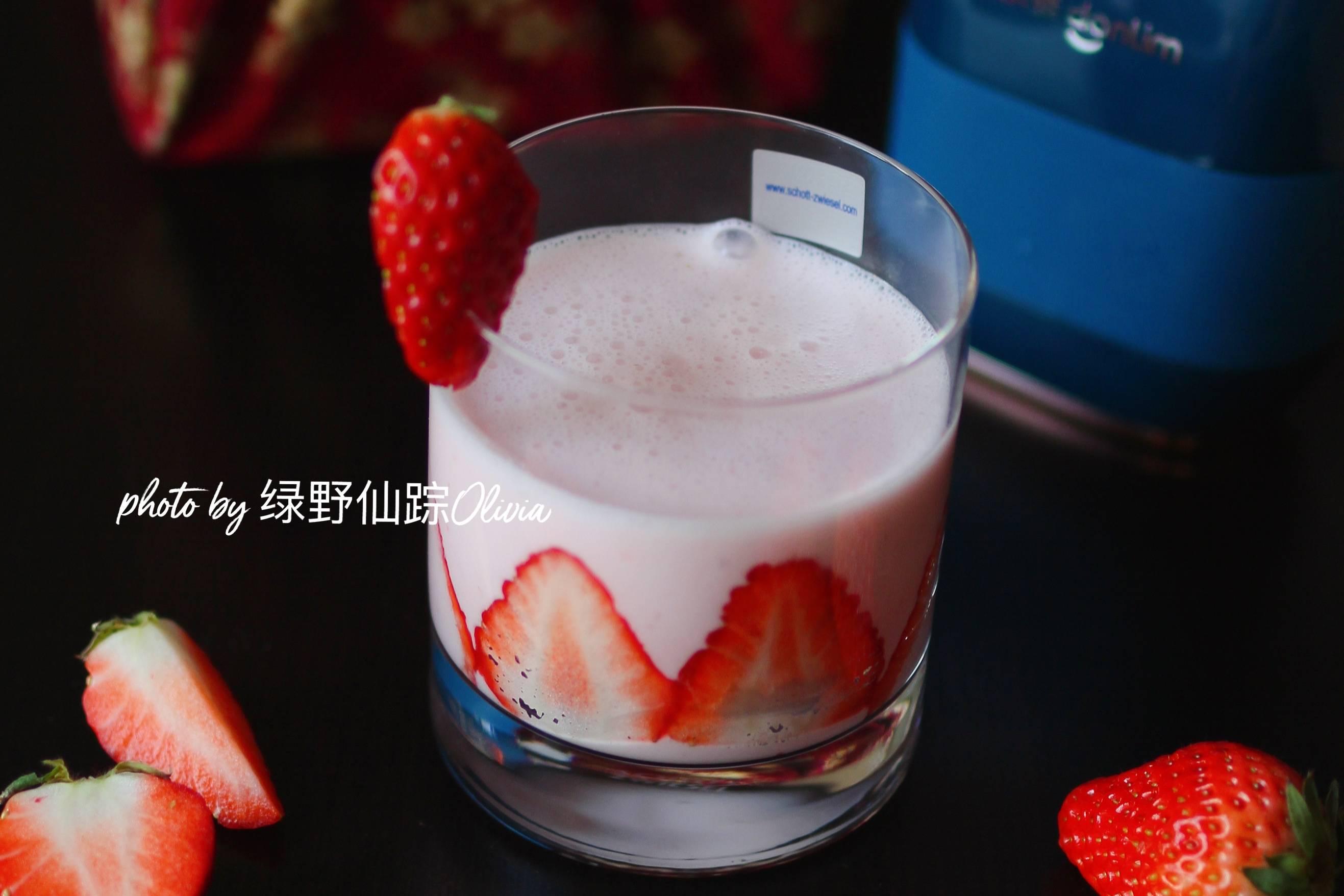 草莓酸奶奶昔