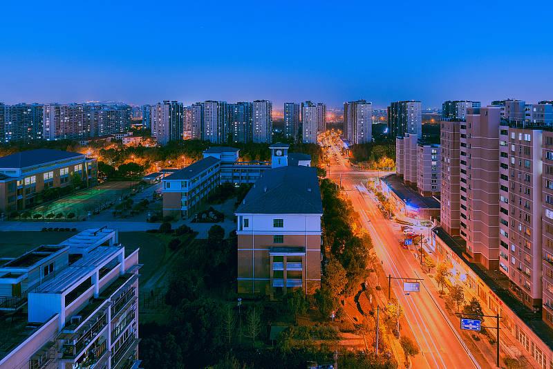 """2021年,到底是""""尽快买房""""还是""""赶紧卖房"""",房地产专家给出答案"""