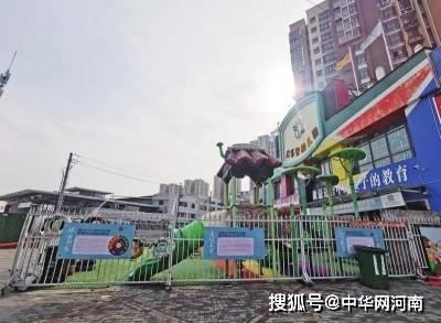 """郑州两家幼儿园占道""""圈地""""栅栏该不该拆?"""