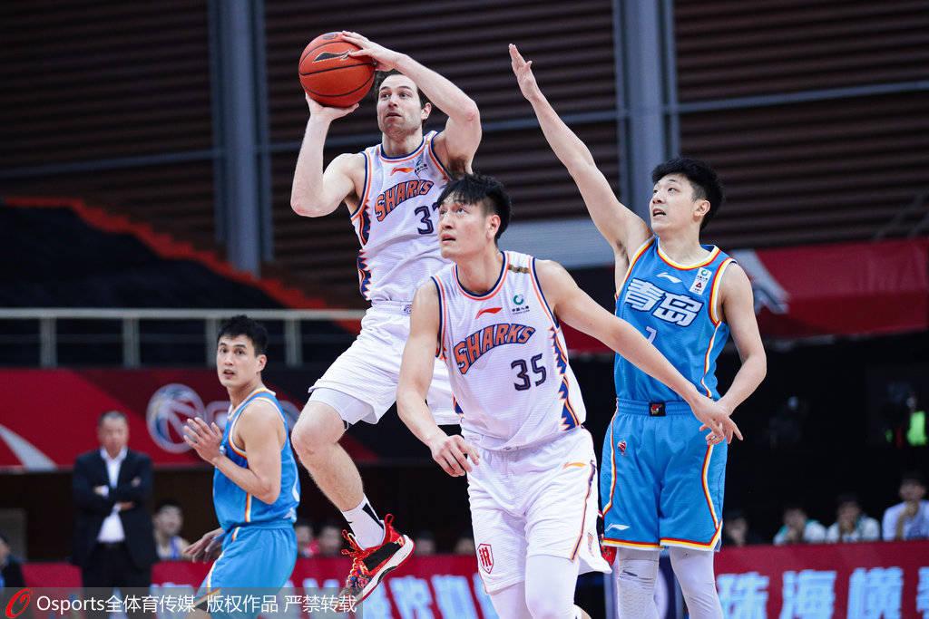 弗雷戴特33分宗赞21+8 上海赢球送青岛两连败_亚当斯