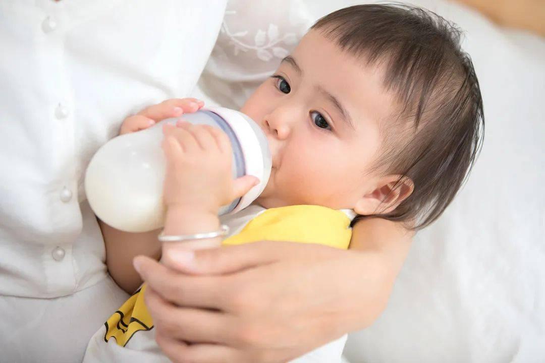 宝宝长出乳牙了,妈妈在喂奶时,如何避免自己被宝宝的乳牙咬伤?  第10张