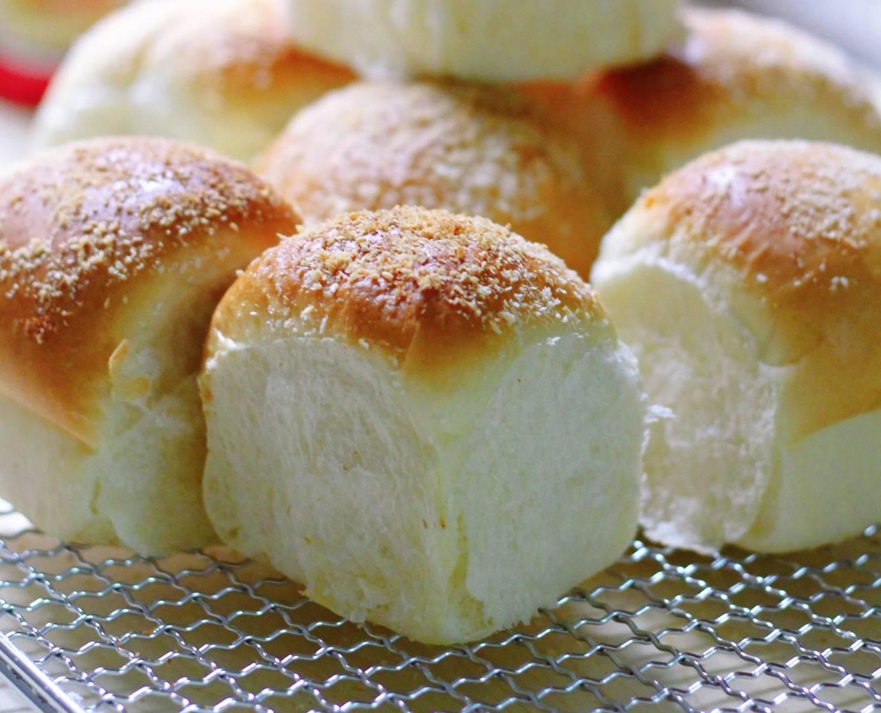 【奶酪椰蓉小餐包】的做法+配方,简简单单的椰蓉小餐包,超级软