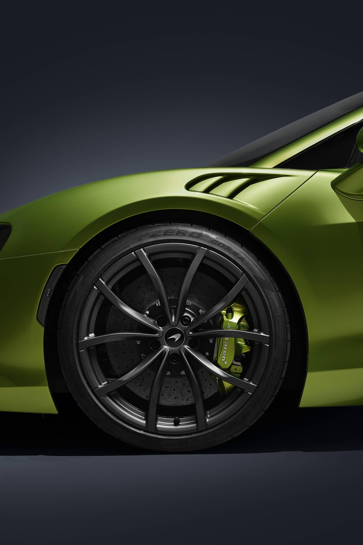 倍耐力带有传感器的智能轮胎首次作为原厂配套,装配于迈凯伦Artura车型