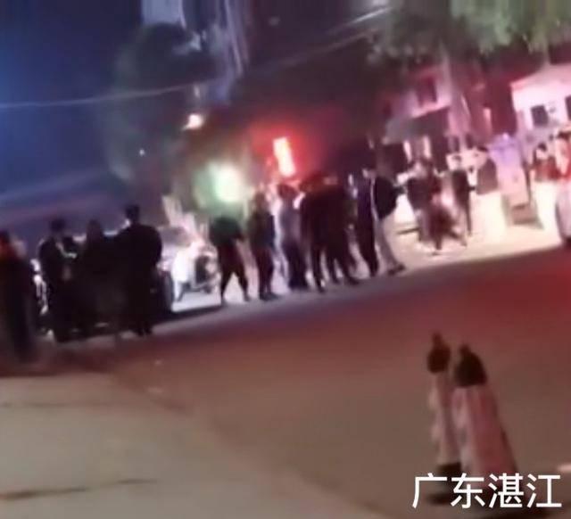 广东湛江男子被踩头围殴后遭开车碾压 视频曝光触目惊心!