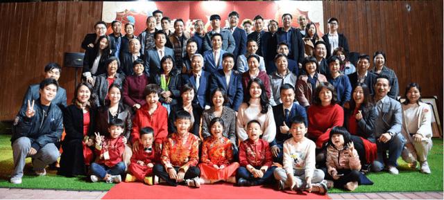 云嘉村盛装揭幕 村民们欢度春节 网络连线熊德龙跨国拜年