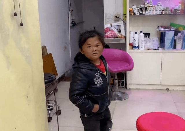 """12岁的""""小马云""""返乡,不认识一百元纸币,如今现状令人唏嘘"""