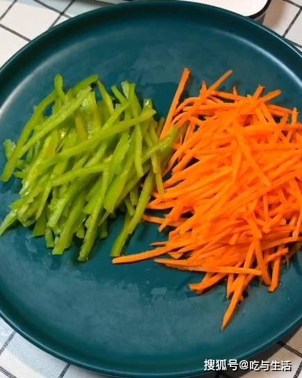 """清脆爽口的""""凉拌土豆""""只需4个步骤,5分钟搞定,小白变大厨"""