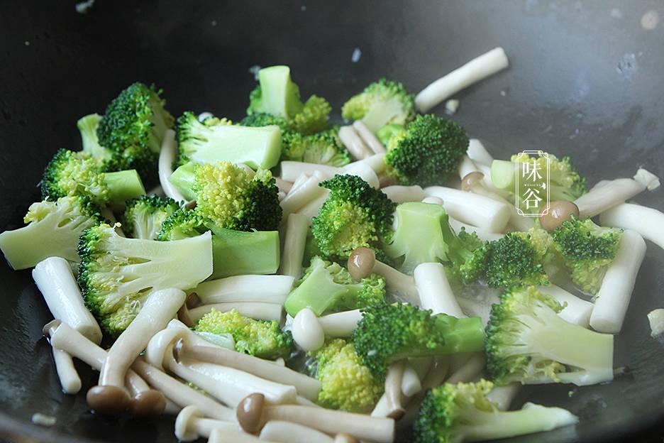 这几素菜炒在一起实在是太鲜了,清爽脆嫩又低脂,不懂吃可惜了