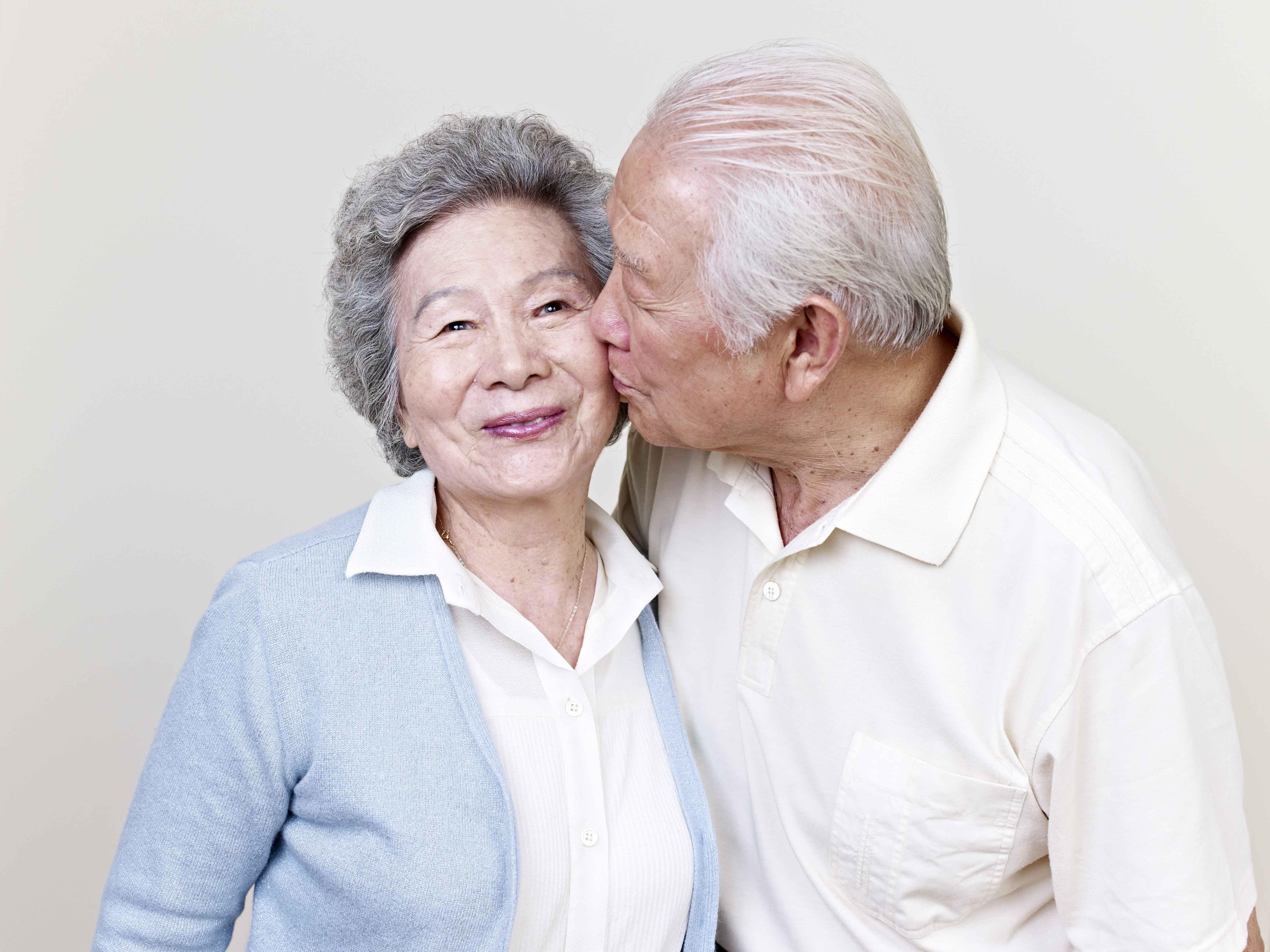 老年人过性生活,多久一次合适?医生:注意4个细节,好处不少!