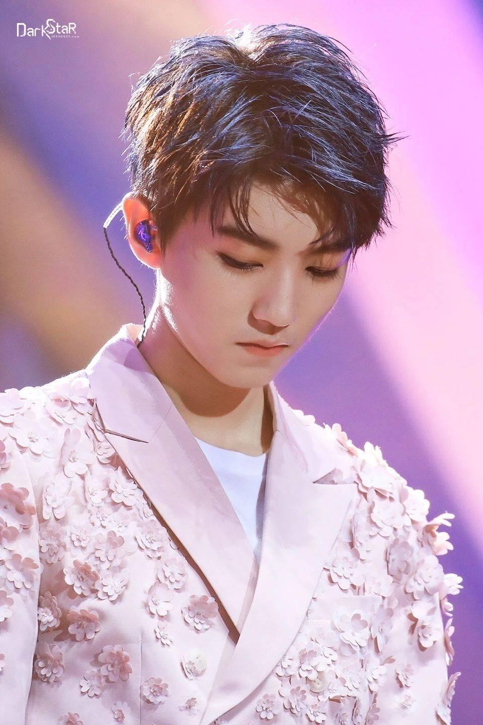 王俊凯壁纸:你眼中的世界,我眼中的你,都是这世上最美的风景