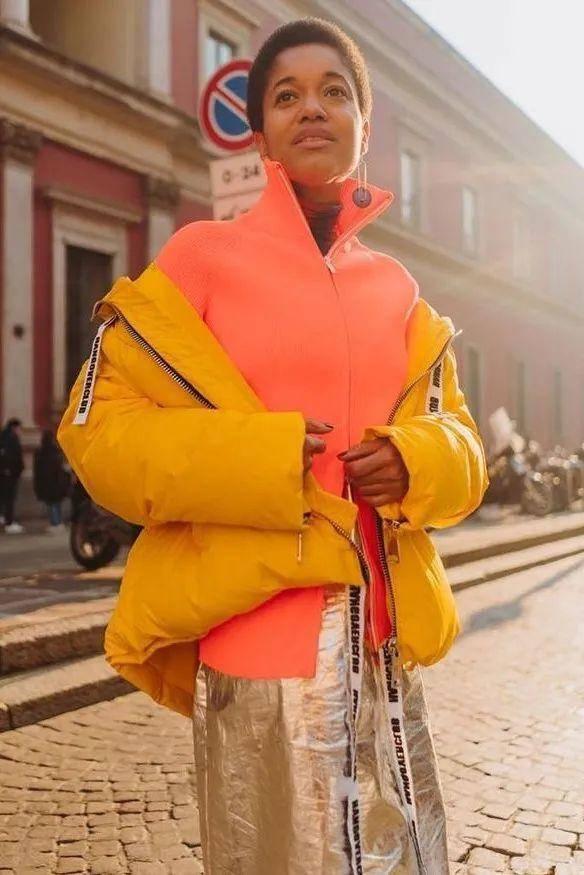 姑娘们这样穿,为春天加几分活力与色彩!